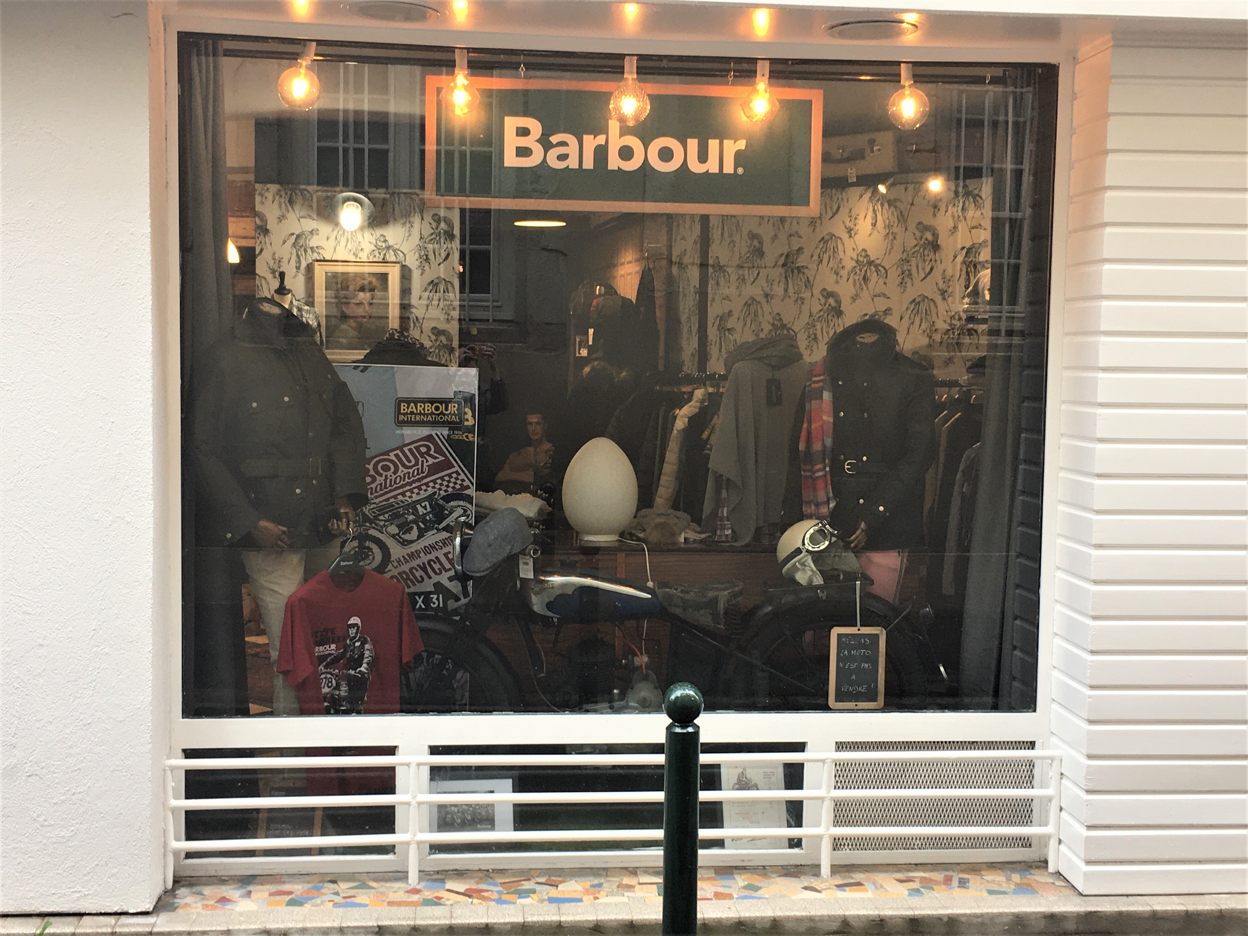 VITRINE-BARBOUR-2
